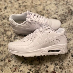 NIKE AIR MAX 90 LEATHER SNEAKERS TRIPLE WHITE